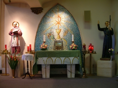 St. Alphonsus Church, Side Altar of the Tabernacle.jpg